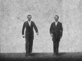 Bild aus dem ersten Film der Gebrüder Max u. Emil Skladanowsky (Bundesarchiv, Bild 183-C31914 / CC-BY-SA / Quelle: Wikimedia Commons)
