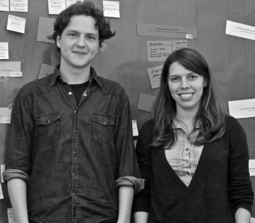 Niklas Hlawatsch und Bernadette Klausberger im Produktionsbüro Pfeiffers