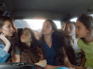 Selma (Tuğba Sunguroğlu), Nur (Doğa Zeynep Doğuşlu), Ece (Elit İşcan), Sonay (İlayda Akdoğan) und Lale (Güneş Nezihe Şensoy) © Weltkino